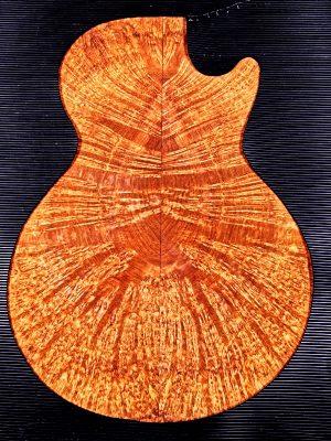 Prem. fig. AMBOINA Burl Guitar Top, 8mm  (V-8111)